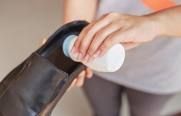 Kết quả hình ảnh cho Khử mùi hôi trong giày