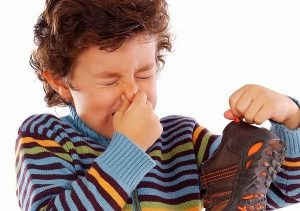 Mẹo khử mùi hôi giày nhanh chóng bằng vỏ cam -1